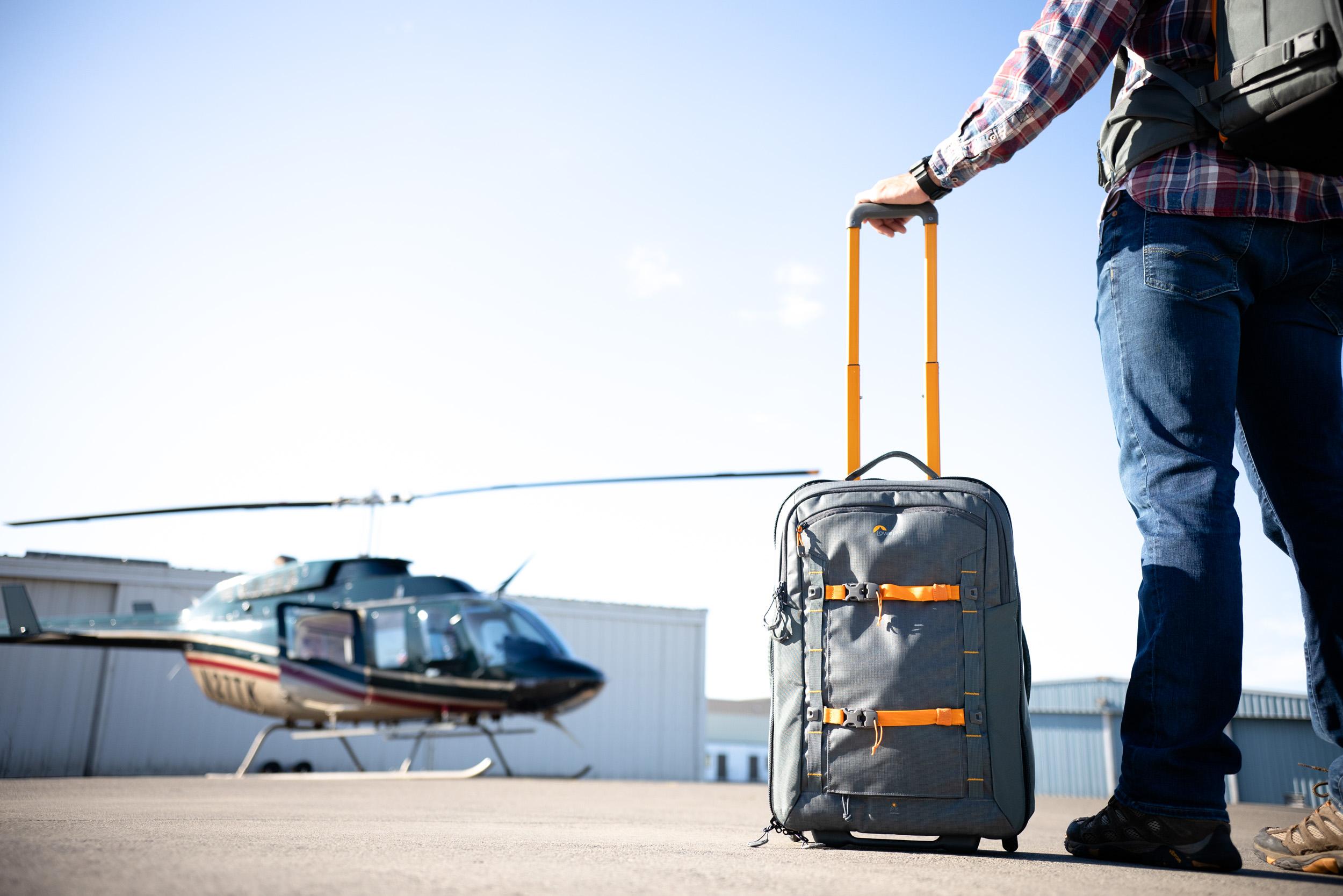 Lowepro Whistler RL 400 AW II: Robuster Profi-Rollkoffer in Handgepäckgröße für sicheren Schutz auf jeder Reise.