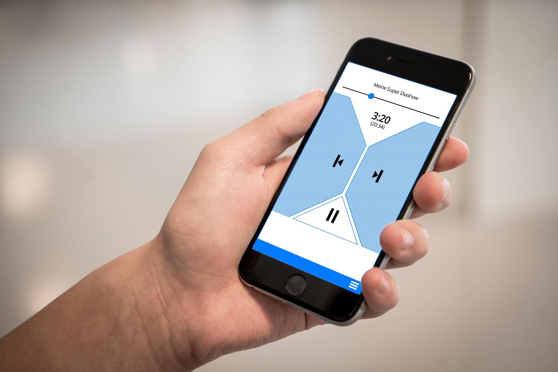 Selbsterstellte Filme lassen sich mit der neuen AquaSoft-App per iPhone, iPod oder Apple Watch steuern.