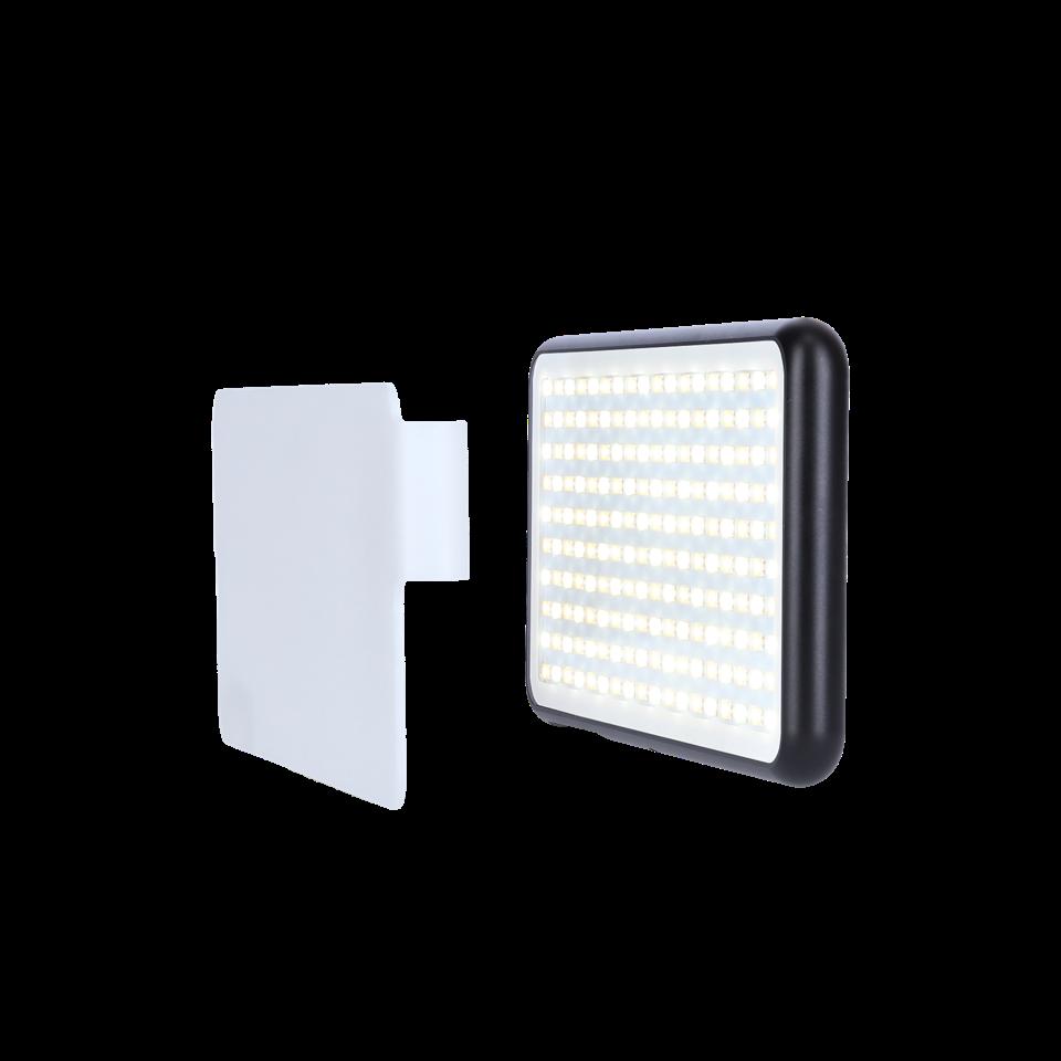 Drinnen oder draußen, im Studio oder unterwegs: das LED-180 bietet eine verlässliche Beleuchtung für Foto- und Videoaufnahmen. (c) Maginon