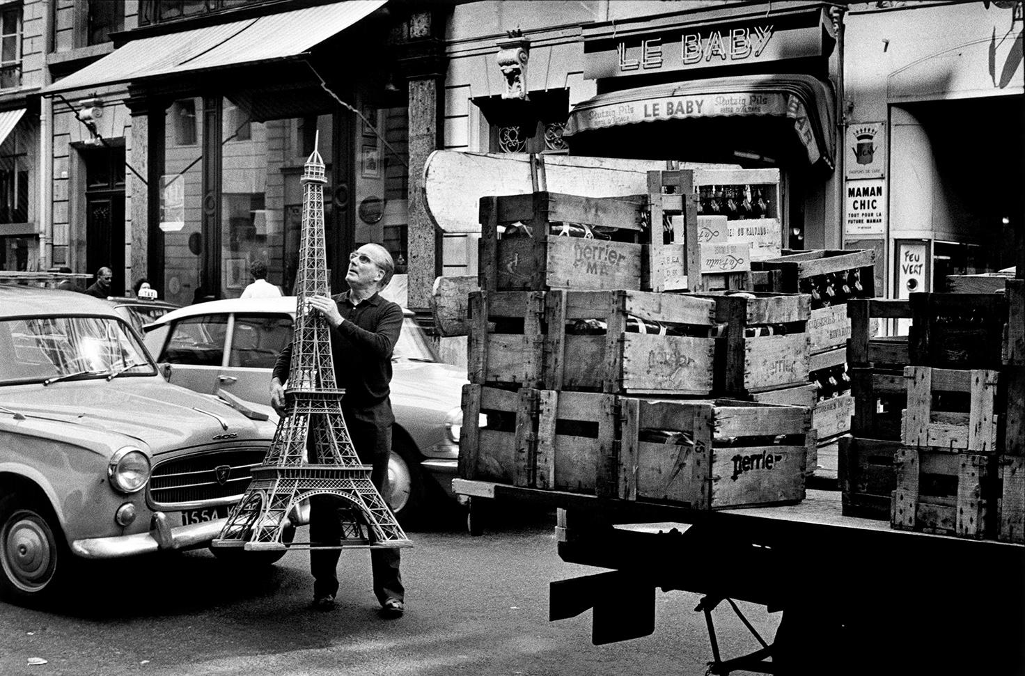 Paris, 1966 (c) Elliott Erwitt / Magnum Photos, courtesy OstLicht. Galerie für Fotografie