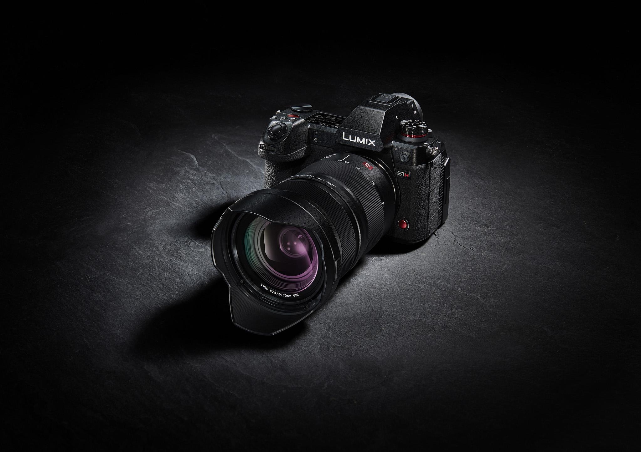 Zwischen dem 24. März und dem 6. April 2021 veröffentlicht Panasonic Firmware-Updates für Kameras der LUMIX S-Serie und der Box-Style-Kamera BGH1. Im Bild die im August 2019 vorgestellte S1H, die mit dem Firmware-Update auf den aktuellen Stand der Technik gebracht wird. (c) Panasonic