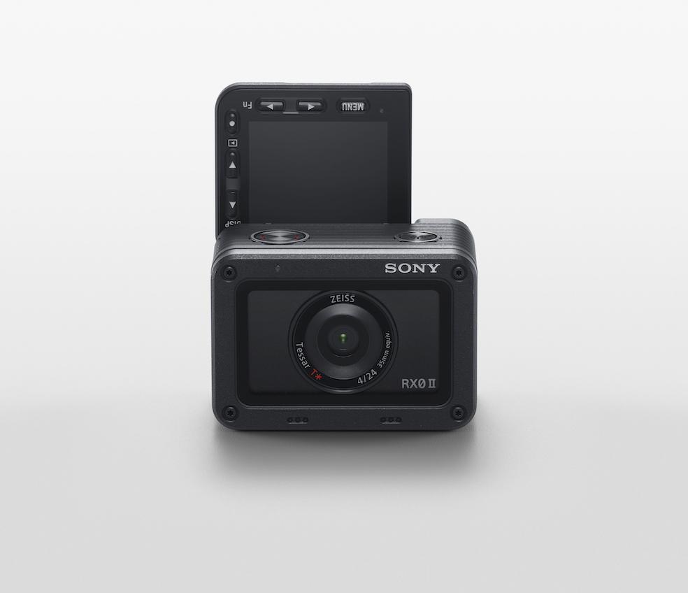 Neben dem neuen Sony Flaggschiff Alpha 1 unterstützt das SDK-Update auf Version 1.04 jetzt auch die Sony RX0 II (im Bild). (c) Sony