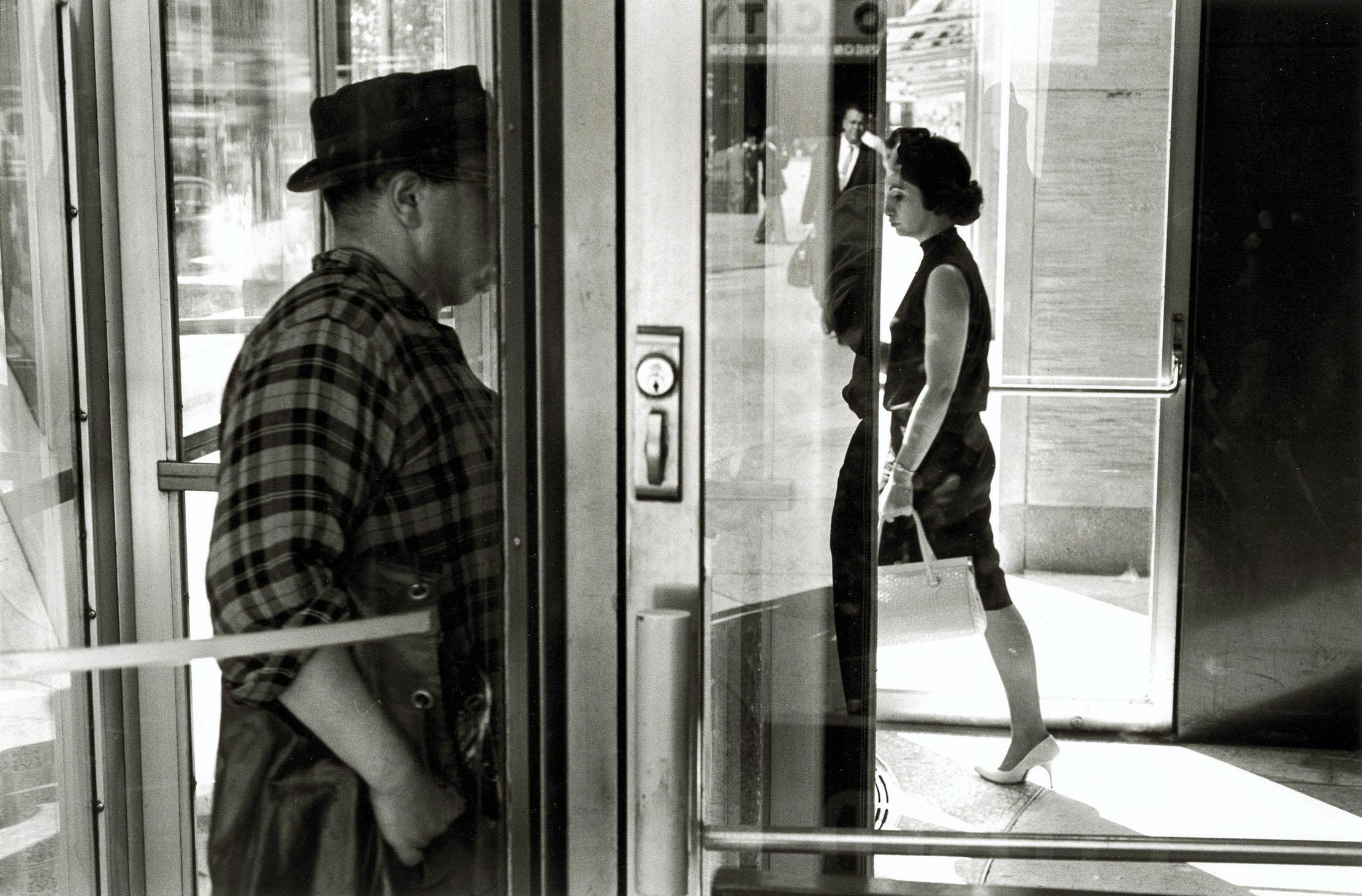 """Lee Friedlander: """"New York City 1963"""" (c) Lee Friedlander, courtesy Fraenkel Gallery, San Francisco, and Luhring Augustine, New York / Albertina Wien – Dauerleihgabe der Österreichischen Ludwig-Stiftung für Kunst und Wissenschaft"""